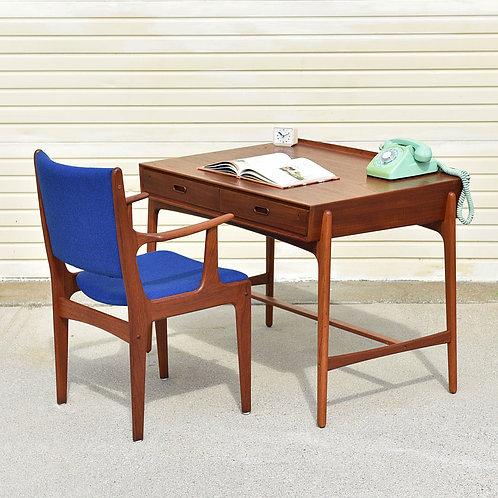 Svend Aage Madesen's for Vinde Møbelfabrik, Danish teak compact desk