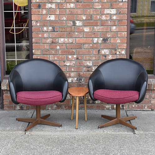Overman Pair chairs in exllent condition, with original leather and wool fabric