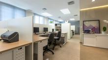 Desafio: Adaptar em 135m2 o escritório que ocupava 250m2