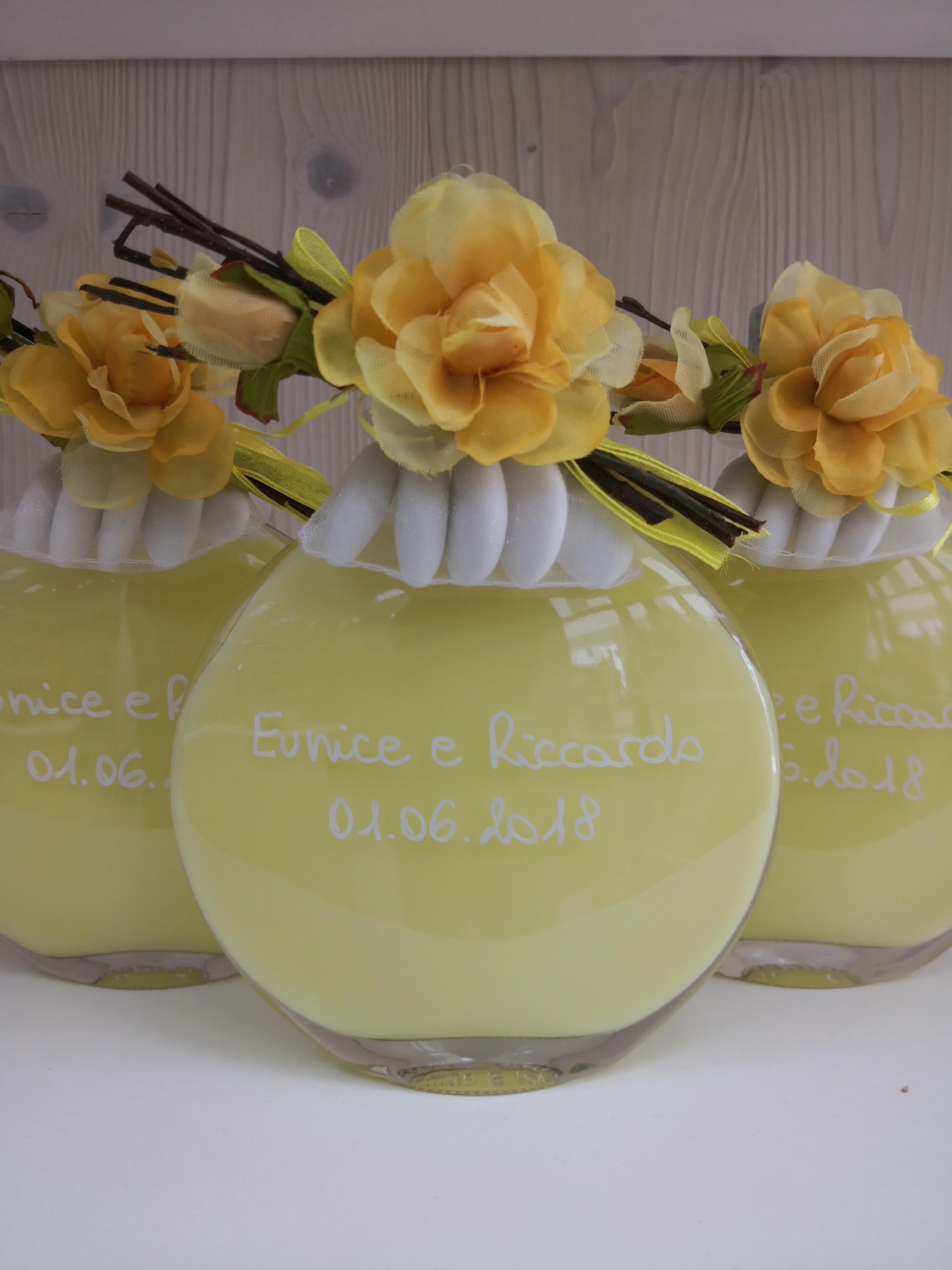 bottiglia fiore giallo