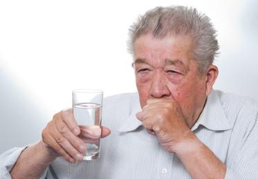 長輩慢慢喝就好?你該正視「嗆咳」的危險!