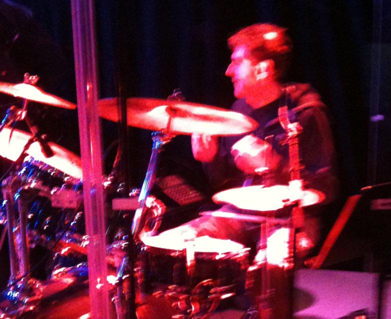 Drummer zu mieten, Schlagzeuger, Schlagzeuglehrer, Schlagzeug, Schlagzeugunterricht, Schlagzeugstunden für Kinder, Musikunterricht, Kinderunterricht, Schlagzeug lernen, Drums, Drummer, spielend Schlagzeug lernen, Schlagzeugunterricht in Winterthur, Heimunterricht
