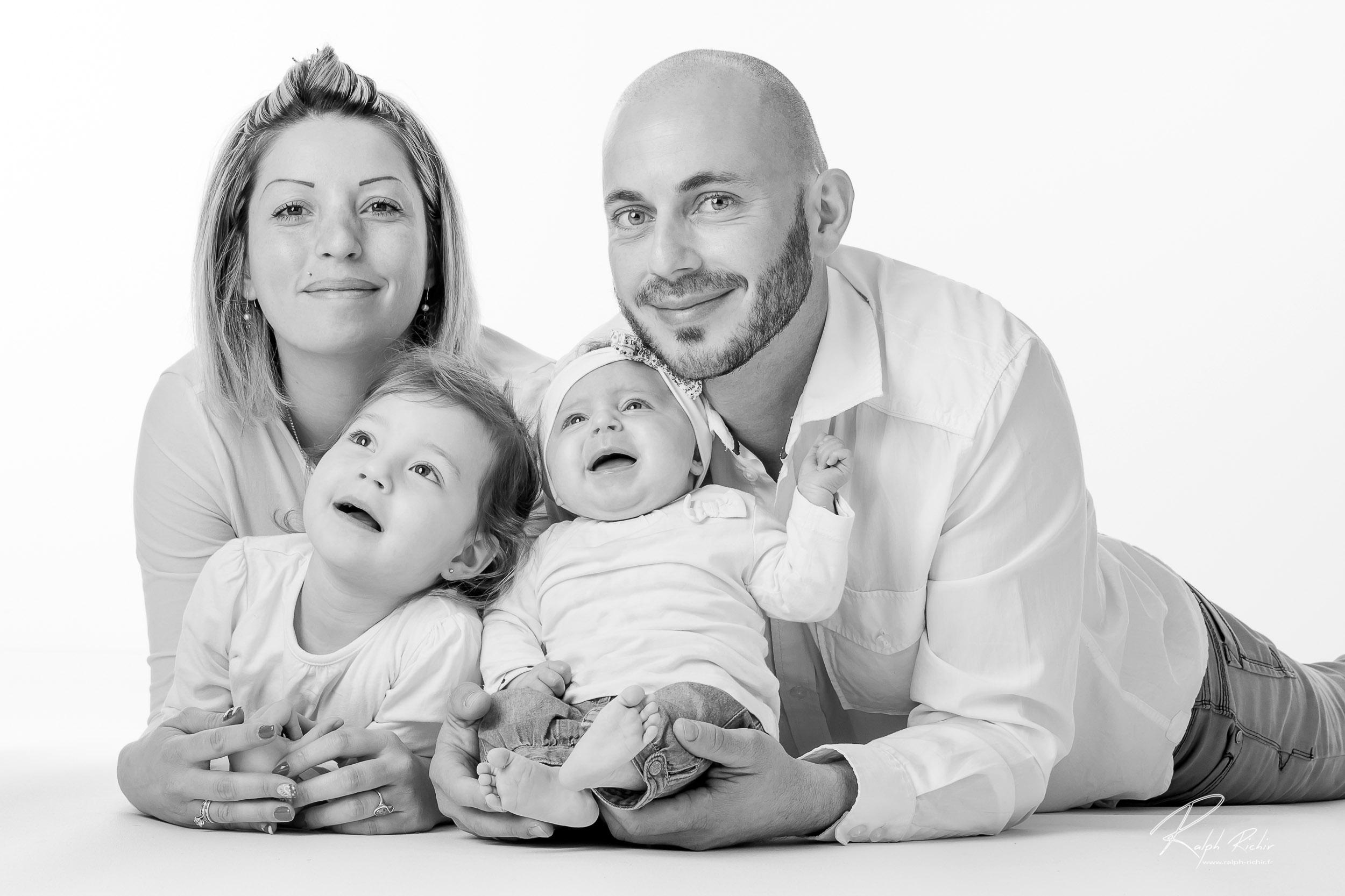 portrait de famille, studio photo, Galerie Ralph Richir 2 place Camille Ledeau 83000 Toulon, www.ral