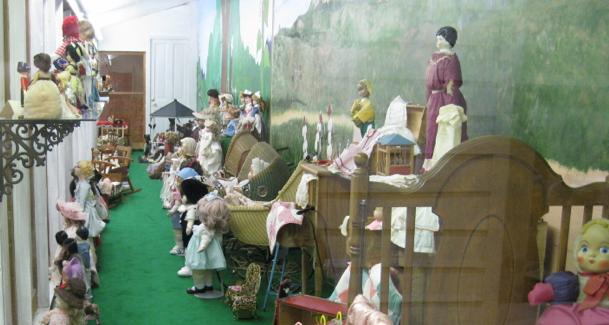 Plainsman Museum Hall of Dolls