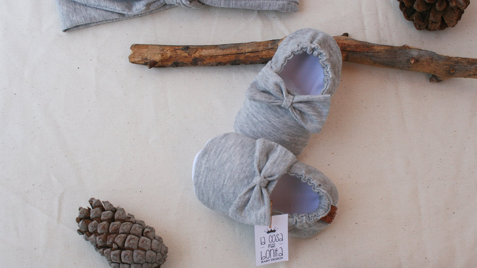 Conjunto gris 3 a 6 m  (zapatitos lazo+ diadema)