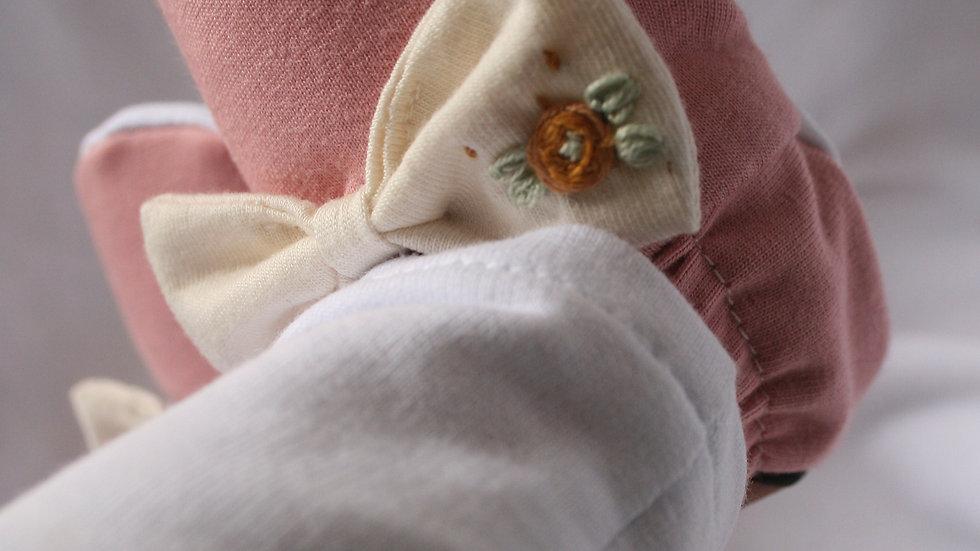 Rosa viejo lazo crudo bordado