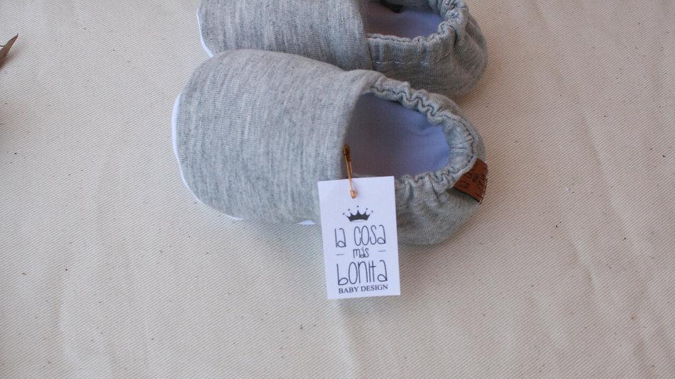 Zapatito gris basic