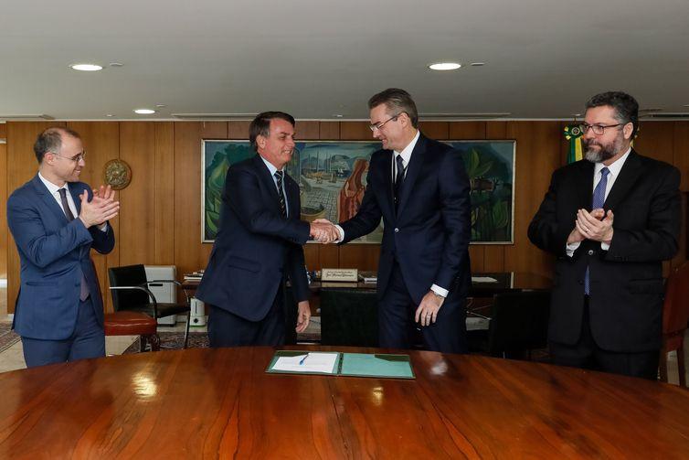 O presidente da República Jair Bolsonaro, durante assinatura do termo de posse do novo diretor-geral da Polícia Federal, Rolando Alexandre de Souza - Isac Nóbrega/PR