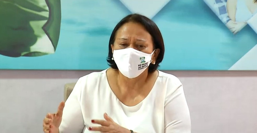 Governadora do RN, Fátima Bezerra, afirma que governo vai reavaliar autorizações para eventos de fim de ano.