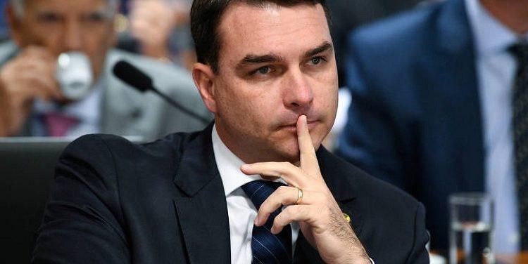 Flávio Bolsonaro é apontado em relatório do Coaf por movimentações financeiras suspeitas.