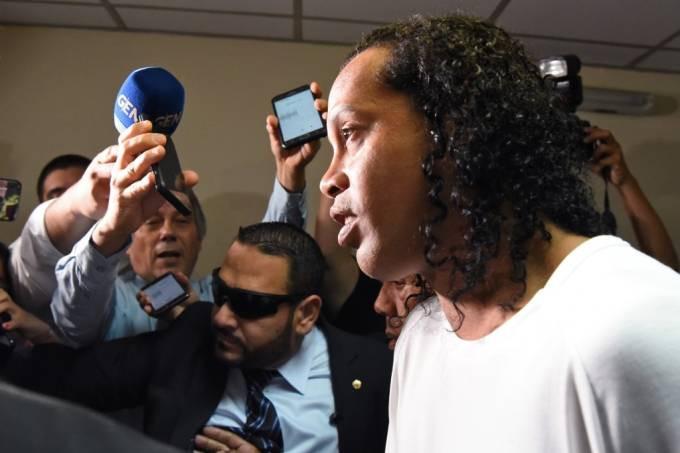 Ronaldinho após dar depoimento no Palácio da Justiça Norberto Duarte/AFP