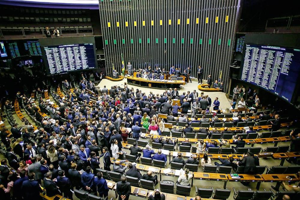 CONTRABANDO – Plenário da Câmara: o texto que abre uma janela para os fichas-sujas ainda será analisado no Congresso (Wilson Dias/Agência Brasil)