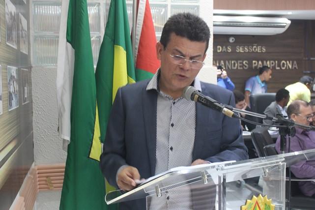 Prefeito Juninho Alves fazendo Leitura Anual