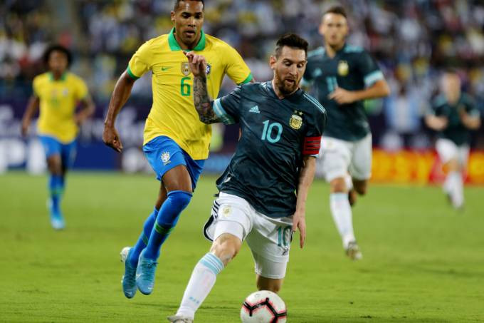 Soccer Football - International Friendly - Brazil v Argentina - King Saud University Stadium, Riyadh, Saudi Arabia - November 15, 2019 Argentina's Lionel Messi in action with Brazil's Alex Sandro REUTERS/Ahmed Yosri (Ahmed Yosri/Reuters)