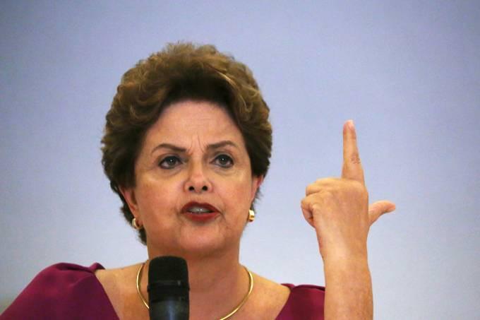 """A ex-presidente Dilma Rousseff defende """"reação"""" e """"basta"""" no avanço do que acredita ser um autogolpe de Bolsonaro e as Forças Armadas Pilar Olivares/Reuters"""