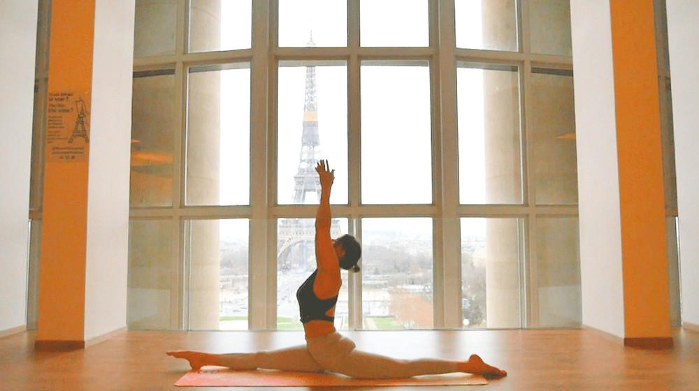 pauline parinet yoga tour eiffel