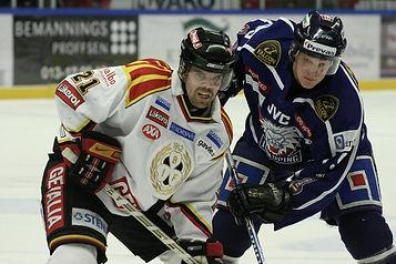 Ishockeyspelarna Ove Molin i Brynäs IF och Tony Mårtensson, Linköpings HC. SHL