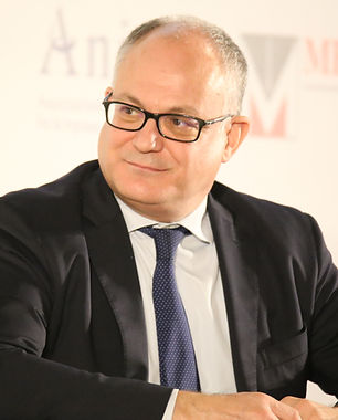 Roberto_Gualtieri,_Ministro_dell'economia_e_delle_finanze_08_(cropped).jpg