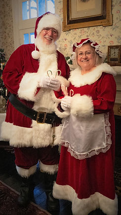 SANTA AND MRS CLAUS AT LANE PLACE STANDI