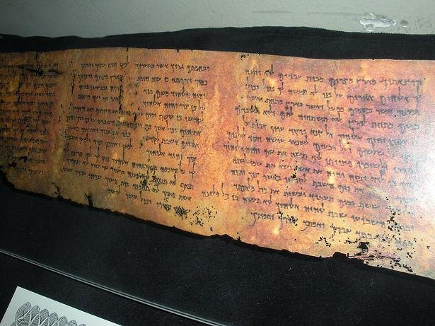 Ten Commandments Scroll DSS.jpg