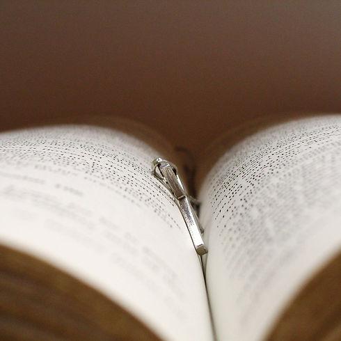 bible-and-cross-1426325.jpg
