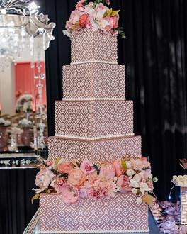 Nosso bolo para as modernas e vips debut