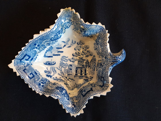19th C. Staffordshire Leaf-shaped Willow Pattern Pickle Dish #2