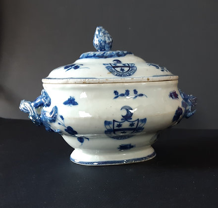 Small 18th C. Chinese Export Blue & White Armorial Tureen - Dallas