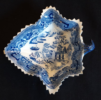 19th C. Staffordshire Leaf-shaped Willow Pattern Pickle Dish #3