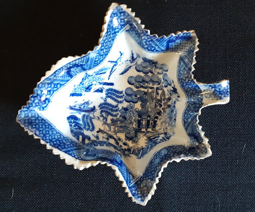 19th C. Staffordshire Leaf-shaped Willow Pattern Pickle Dish #1