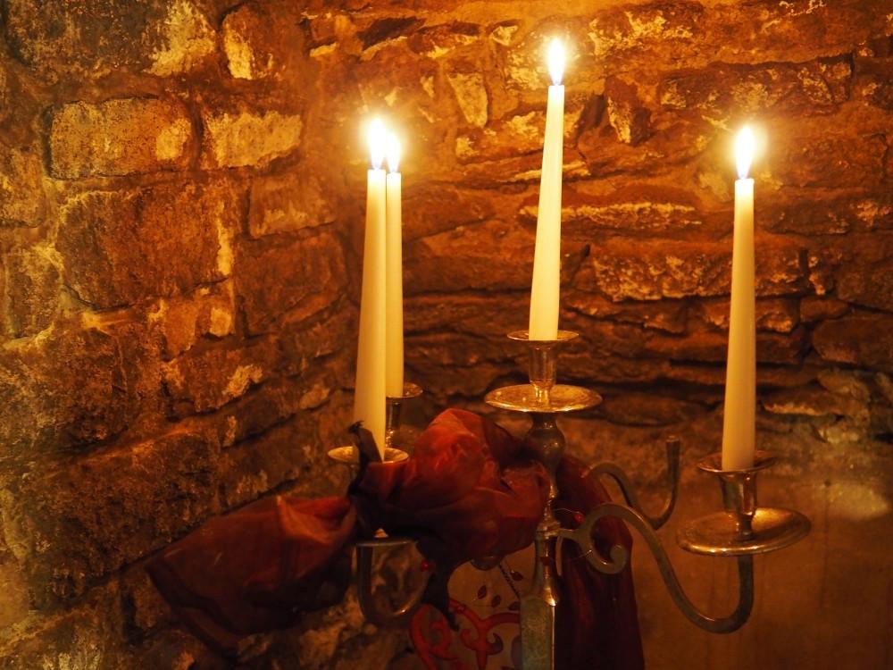 Kerzenlicht im Gewölbe