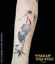 和柄の鶴のタトゥー