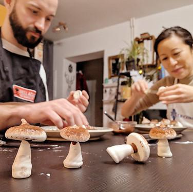 Assembling meringue mushrooms
