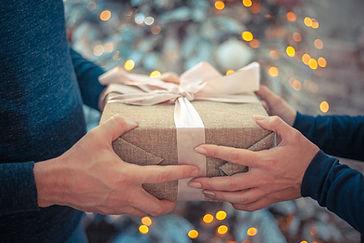 gift-4669449.jpg