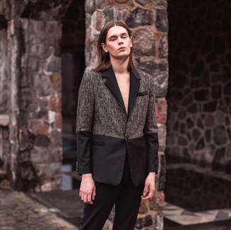 Textile: 70% Cashmere wool 30% Velvet Product: Two toned suit
