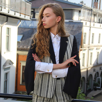 Product: Open sleeve blazer + high waisted shorts.