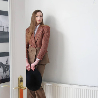 Textile: 70% Wool 30% Tweed Product: Two toned double breasted suit