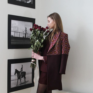 Textile: 70% Wool 30% Brocade Product: Two toned coat