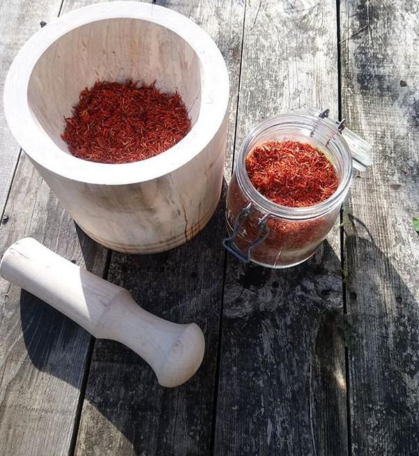 Prepare  plants in a mortar bowl custom-