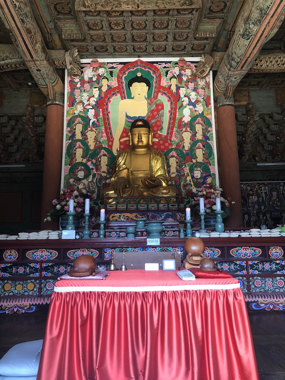 The main temple's Buddha statue