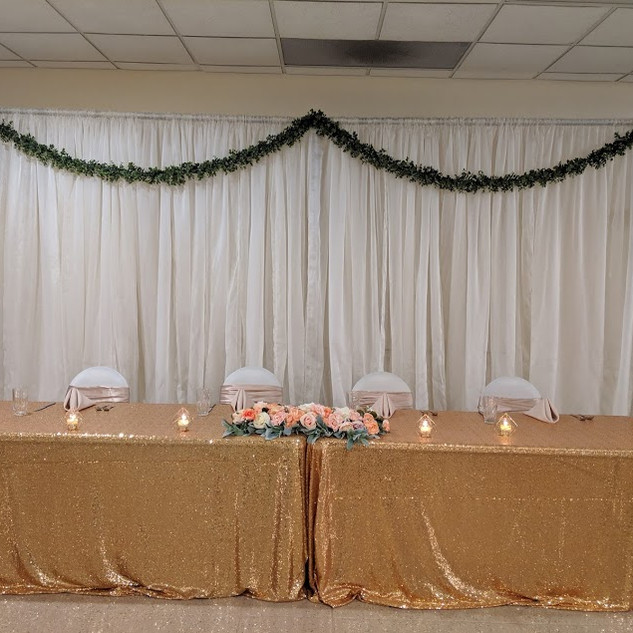 Sweetheart head table with gold