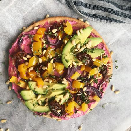Diner: bloemkoolpizza met bietenspread