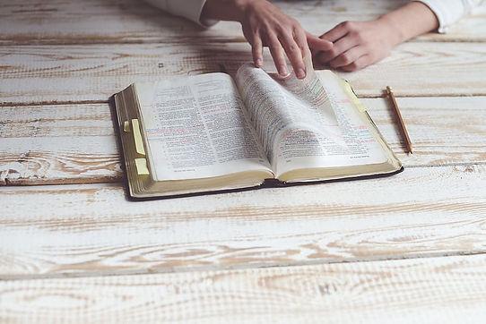 Bible formation paroisse La Farlède.jpg