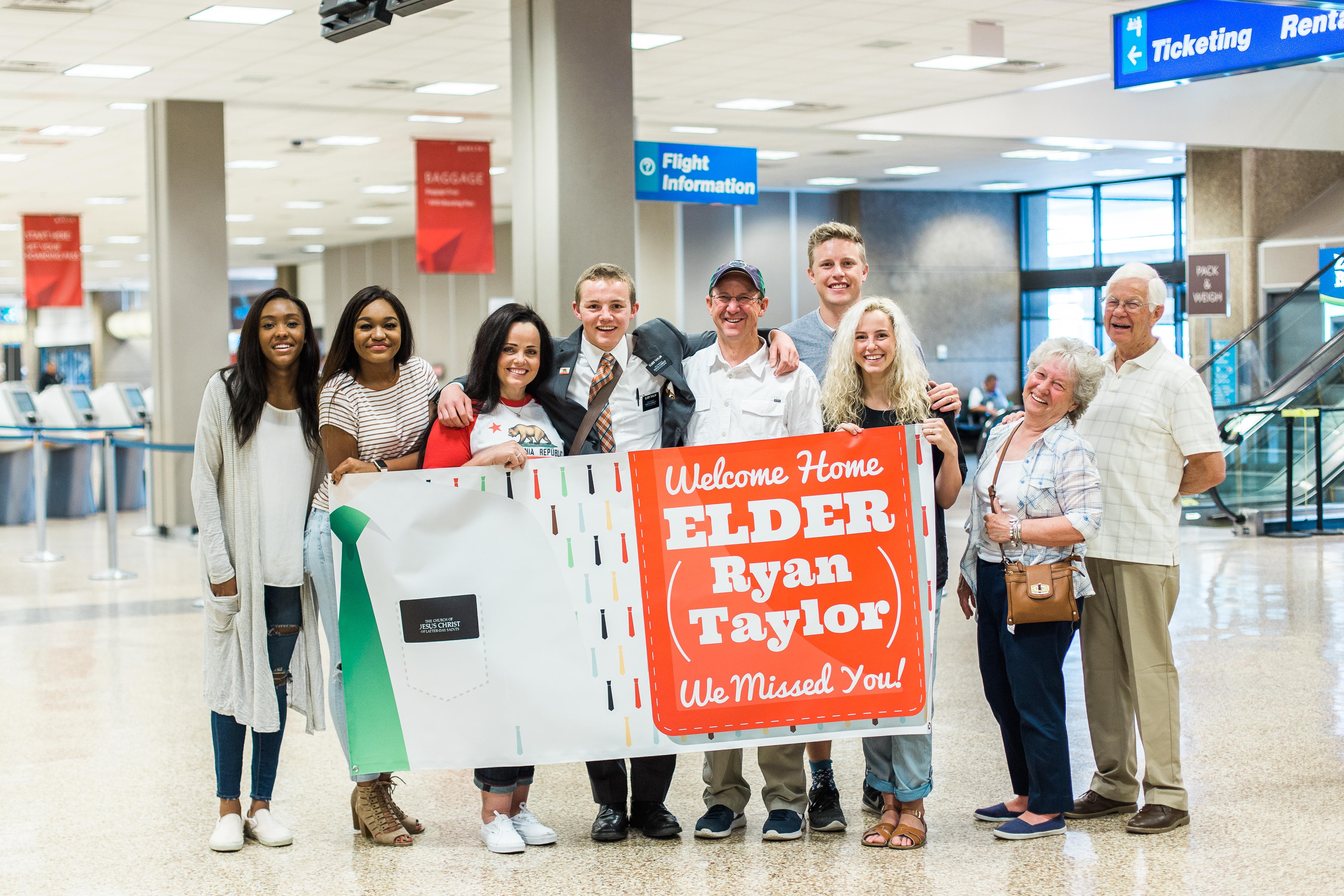 RyanAirportHomecoming-93