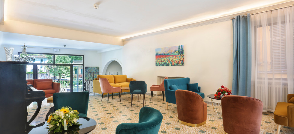 La Corona Lounge.jpg