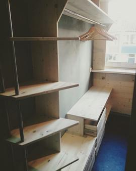 Clothes dresser