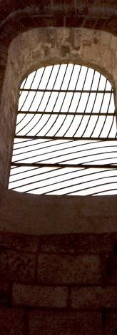 L'abbatiale, le trésor de Sainte-Foy, les vitraux de Pierre Soulages juste en face de nos chambres d'hôtes, Alice et Charles et le comptoir de germain
