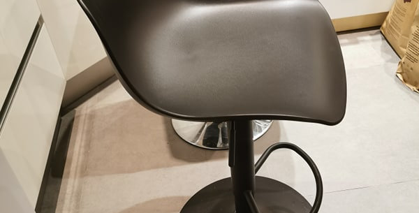 Chaise de bar tout noir