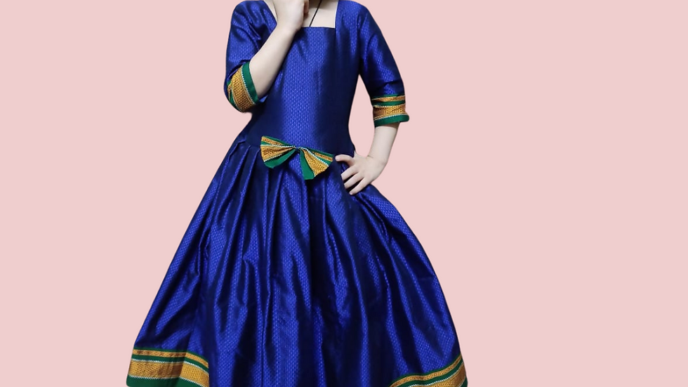 Long frock with sleeves