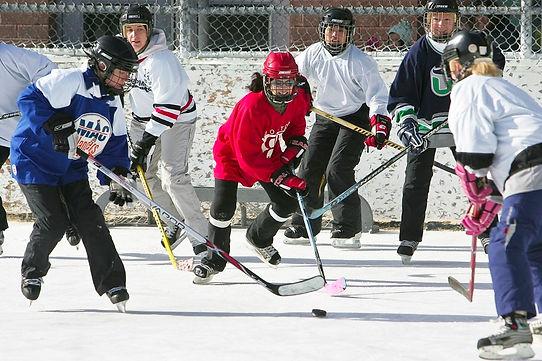 Womens-Hockey-Outdoor-Shinny.jpg